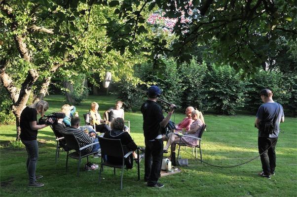 DR filmer i haven på Gl. Brydegaard
