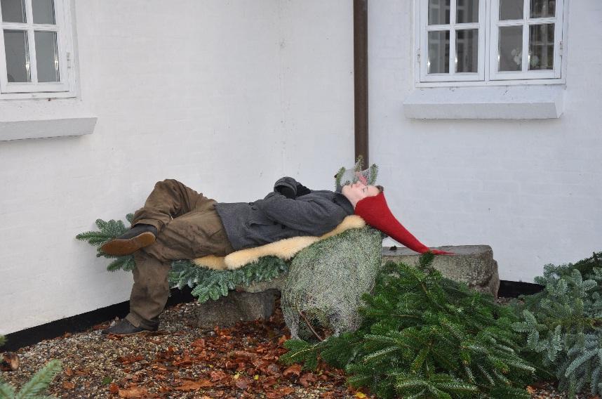 Han fik kun solgt et enkelt juletræ, så måtte tage sig en lur...